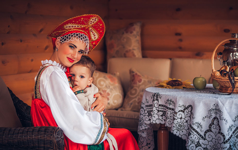 russian-traditions-girls-beautiful-10